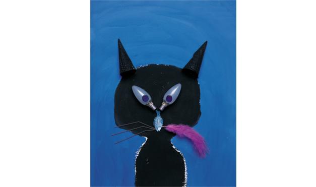 Gato negro con ojos de lámpara con la pluma violeta. Ilustración del libro La Pluma Violeta, de Hanoch Piven. Editorial Leetra.