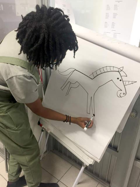 Christian Robinson FIL Guadalajara 2016 dibujando animales